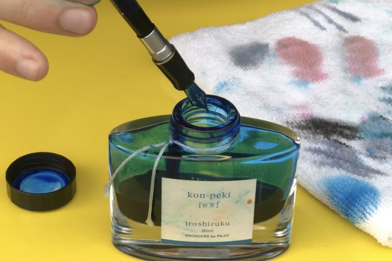 Como recarregar uma caneta-tinteiro